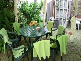 Hof-Tisch und Stühle